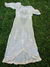 Robe ancienne 1910 soie brodée pour document