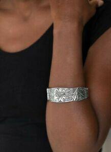 Paparazzi Jewelry Bracelet ~ Daisy Paradise - Silver