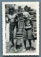 Vietnam, Jeune homme et vieille femme  Moïs Vintage silver print.  Tirage arge