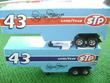 Aw Blowout $12.00 / 2 Autoworld Richard Petty Semi Truck Trailers Fit Aurora Afx