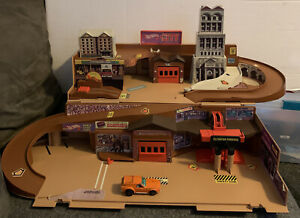 HOT WHEELS 1979 VINTAGE CITY STO & GO PORTABLE PLAYSET See Pictures