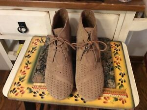 Tom's Desert Wedge Womens Ankle Booties / Boots Size 10 Cut Out Brown Suede, EUC