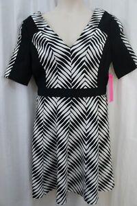 Betsey Johnson Dress Sz 12 Black White V Neck Short Sleeve Cocktail Party Dress