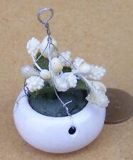 1:12 Ceramic Hanging Basket White Flowers Dolls House Miniature Garden Accessory
