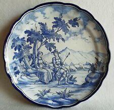 Plat faïence NEVERS signé E. GEORGES scène romantique du XVIIIe Diam : 33,3 cm