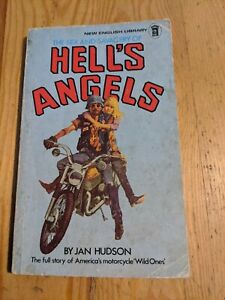 HELLS ANGELS MOTORCYCLE JAN HUDSON SOFTCOVER BOOK  127 PAGES