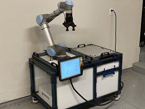 Universal Robots UR5 + Vention Production Cart + Robotiq e-pick