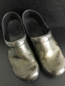DANSKO WOMEN'S Green PATENT LEATHER SLIP ON LOAFERS CLOGS SHOES 41  11
