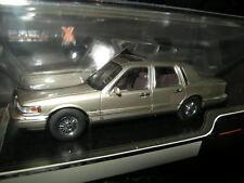 1:43 Premium X Lincoln Town Car 1996 Champagne Nr. PRD102 OVP