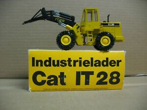 CATAPILLAR CAT IT28 WHEEL LOADER  CONRAD #2888 1/50  MATERIAL HANDLER COUPLER