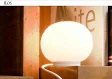 Lampada da tavolo Mini Glo-Ball T, firmata Flos