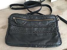 DEPECHE Crossbody Leder Tasche Bag Clutch Kettendetails schwarz NEUw