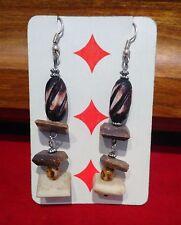 ORECCHINI Artigianali pendenti ETNICI tipo legno; Struttura color argento