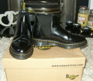 dr martens CHELSEA BOOTS sz 5 BLACK LEATHER - GREAT CONDITION