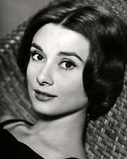AUDREY HEPBURN LEGENDARY ACTRESS - 8X10 PUBLICITY PHOTO (AB-644)