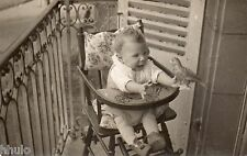 BK983 Carte Photo vintage card RPPC Enfant bébé chaise haute oiseau funny
