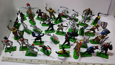 35 Britains Deetail Medieval Knights Figures. England. 27pc 1971 & 8 marked 1987