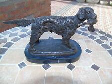 chien de chasse en bronze + canard sur marbre , statue en bronze animalier .