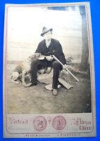 1890 110) CACCIA FOTO SU CARTONCINO DI CACCIATORE CON CANE DA PESCIA E VIAREGGIO