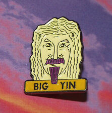 BADGE PIN METAL BILLY CONNOLLY BIG YIN COMEDIAN MUSIC FILM TV OLD BAND SCOTLAND