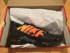 NIKE AIR MAX PLUS TN SE sneakers AT0040-002 Größe 9,5 / 43 black orange NIB