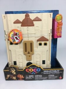 Disney Coco Skullectables Hacienda Playset Collector Case Toy 1 Mini Figure