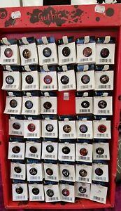 Button Display Gothic Anstecker Totenkopf Verkaufsdisplay POSTEN Ansteckbuttons