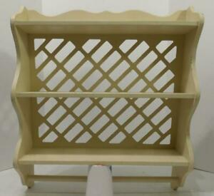 VTG WHITE SHABBY CHIC WOOD 3 TIER WALL SHELF WITH TOWEL RACK AND LATTICE BACK