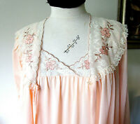 VINTAGE, J C PENNEY ~ PEACH ~ NIGHTGOWN and ROBE SET ~ Small 8-10 ~ PRETTY