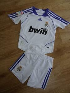 REAL MADRID boys 2 piece football set shorts t shirt AGE 4 - 5 YEARS EXCELLENT
