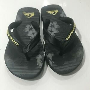 Quicksilver boys flip flops size 2/3 gently used condition.