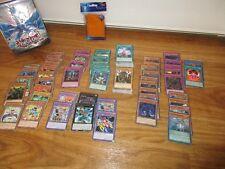 Neue Yu-Gi-Oh Sammlung mit Commons, Rares Holos, Zubehör und Hüllen in Tin-Dose