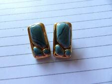 VINTAGE PAIR OF TURQUOISE & GOLD TEXTURED CERAMIC CLIP ON  EARRINGS XAJ890-18