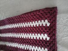couverture  crocheté en laine rayer  bordeau   et blanche 1m15 sur 070  largeur