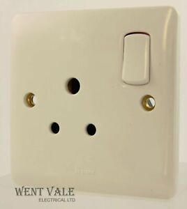 Legrand Synergy - 7300 69 - White Moulded - 5a Round Pin Switched Socket New