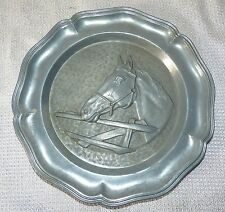 ASSIETTE DECORATIVE EN ETAIN DECOR TETE DE CHEVAL