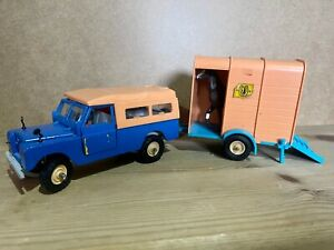 Vintage 1970s Britains Steerable 1/32 scale LWB Land Rover & Horsebox/Horse