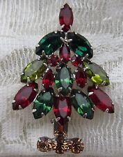 VINTAGE 1 5/8 x 1 1/4 in. GREEN NAPIER SILVER TONE CHRISTMAS TREE BROOCH PIN