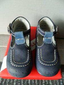 "Chaussures bébé garçon T 21 ""kickers"" à boucles"