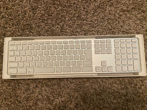 New Apple A1243 (EMC 2171) Aluminum Wired Keyboard MB110LL/A - Japanese Version