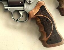 Smith&Wesson K&L Frame Professional Target Grips made from Walnut wood.