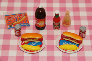 BARBIE FOOD PICNIC BARBECUE HOTDOGS COLA CORN ON THE COB KETCHUP MUSTARD LOT