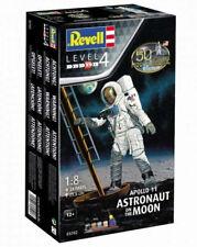Revell Germany 3702 Apollo 11 Astronaut steps on the Moon plastic model kit 1/8