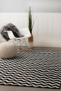 Super Area Rugs Contemporary Modern Chevron Striped Area Rug in Black & White