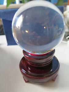 Kristallkugel Wahrsagerkugel ca 60 mm mit Holzständer Magie Esoterik Feng Shui