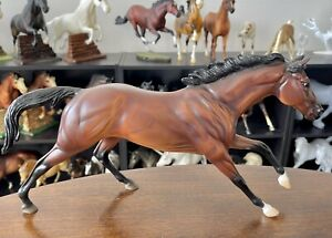 Breyer 2006 Kentucky Derby Winner BARBARO Thoroughbred Race Horse on Cigar Mold