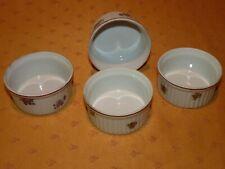 Lot de 4 anciens ramequins en porcelaine à motif floral 2 modèles différents
