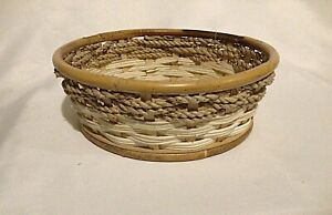 Quality Wicker Bamboo Seagrass Wheatstraw Round Basket Off White Lining Natural