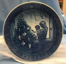 Royal Copenhagen Annual Christmas Plate 1981 Admiring The Christmas Tree K19