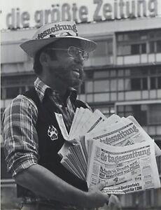 """Paul Langrock """"DIE TAGESZEITUNG""""  s/w Original-Foto von 1986 Berlin, signiert"""